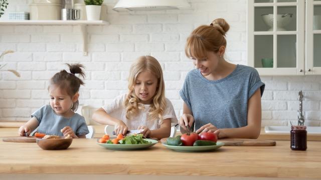 People react to ad seeking babysitter for $100/week, must bring vegan food for kids.