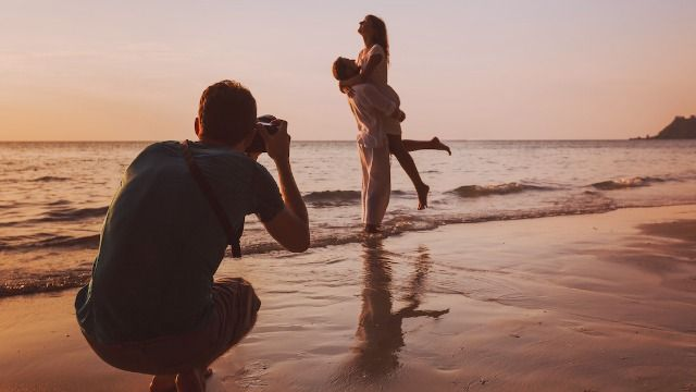 Photographer asks if they were wrong to delete wedding photos after being denied a break.