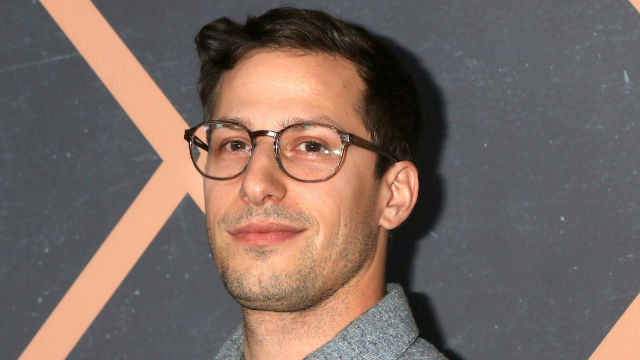 This pic of Andy Samberg with a beard is so hot that it turned into a fire meme.