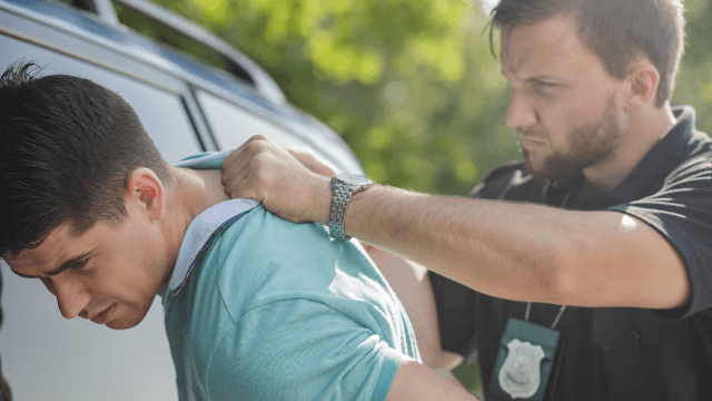 Police officers share stories of the dumbest criminals they ever had the pleasure of arresting.