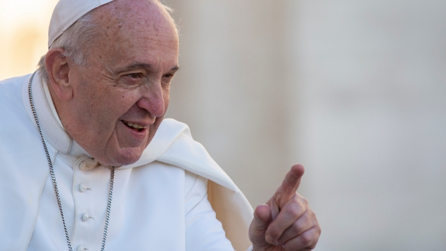 People react to Pope Francis slapping woman's hand after she grabbed him.