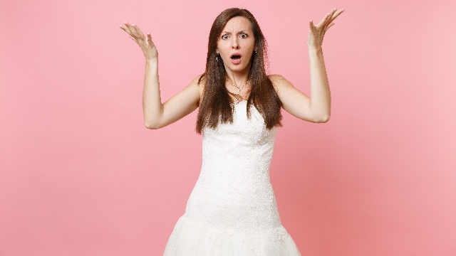 Woman asks if she's wrong for not apologizing after announcing pregnancy at sister's wedding.
