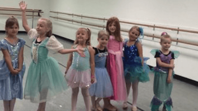 5-year-old girl attended her dance class's Princess Day dressed as a hot dog and her dad couldn't be prouder.