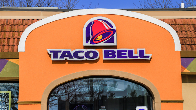 Guy calls out Taco Bell after racist cashier wrote a slur on his receipt.