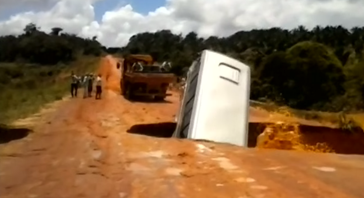 Real video: bus falls into sinkhole and floats away down the river.