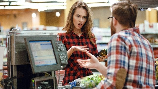25 funny posts from retail workers about the most annoying things customers do.