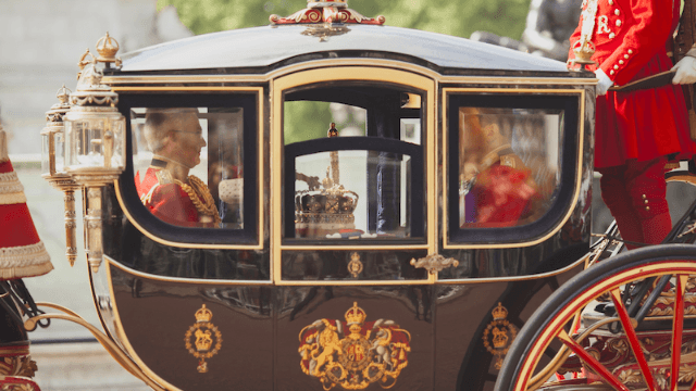 Everybody's roasting Trump for demanding royal carriage ride with the Queen on visit to the U.K.