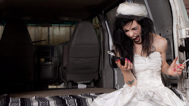 Bridezilla leaves nasty review for wedding planners. So they revealed what actually went down.