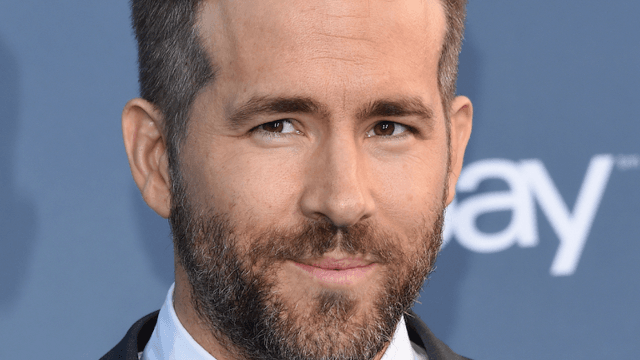 Ryan Reynolds offers hilarious bathroom tip to a mom whose son is dressed as Deadpool.