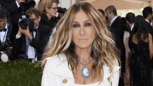 Sarah Jessica Parker totally changed her hair and Carrie would definitely approve.