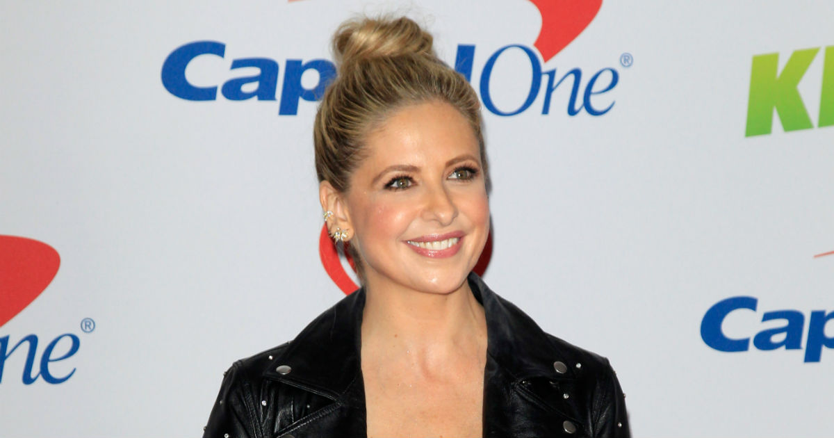 Sarah Michelle Gellar apologizes for being too thin for Thanksgiving.