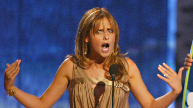 People are loving Sarah Michelle Gellar's response to a random wrong number text.