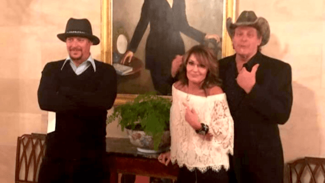 Sarah Palin brought her worst friends to the White House and Twitter went nuts.