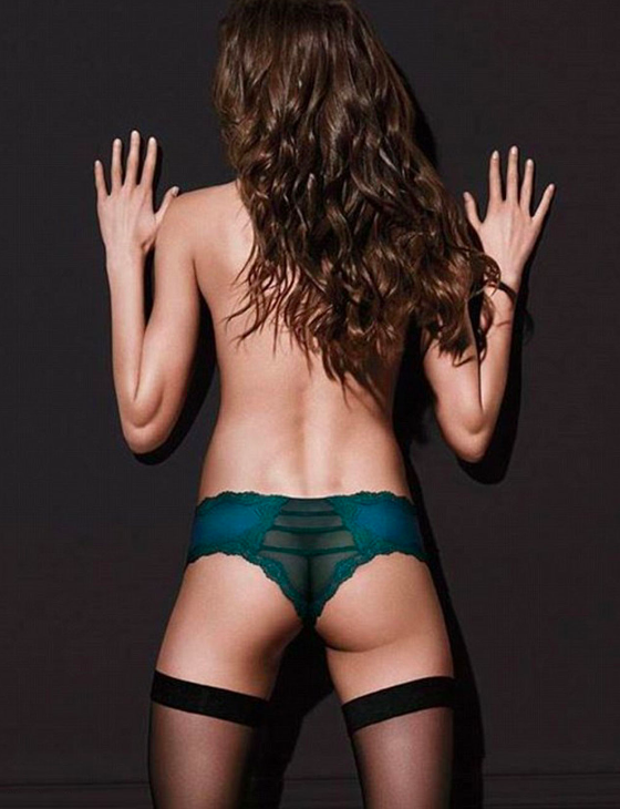 People are mad at this Victoria's Secret pic because women should have more than half a butt.
