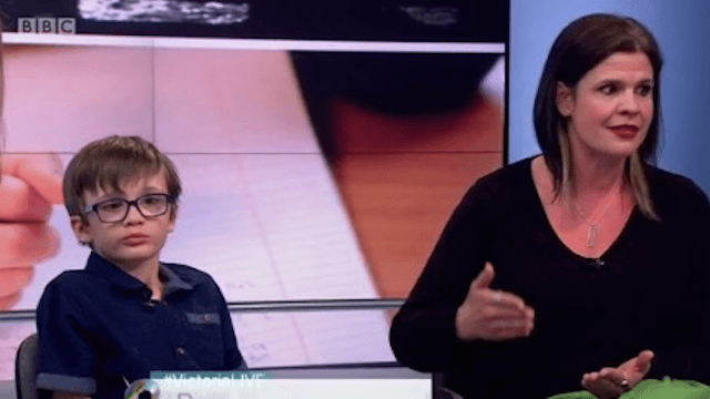 TV host Victoria Derbyshire stops her show to help a 6-year-old guest who couldn't wait 5 minutes to go to the bathroom.