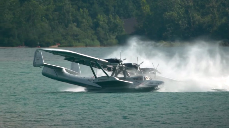 Watching this seaplane's nearly botched 360º landing will make you lose whatever meal you just ate.