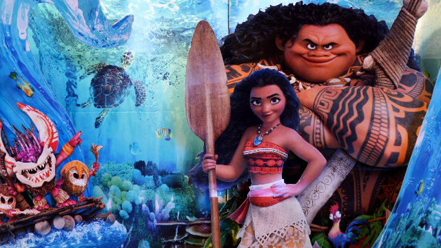 Sisters mistake cashier for 'Moana' character and his response is the sweetest.