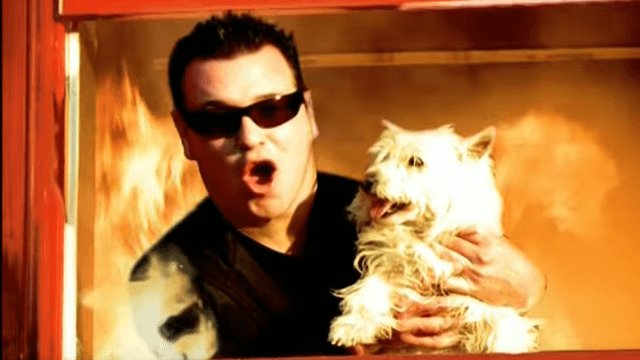 Smash Mouth gets into bizarre conversation with Twitter fan about oral sex.