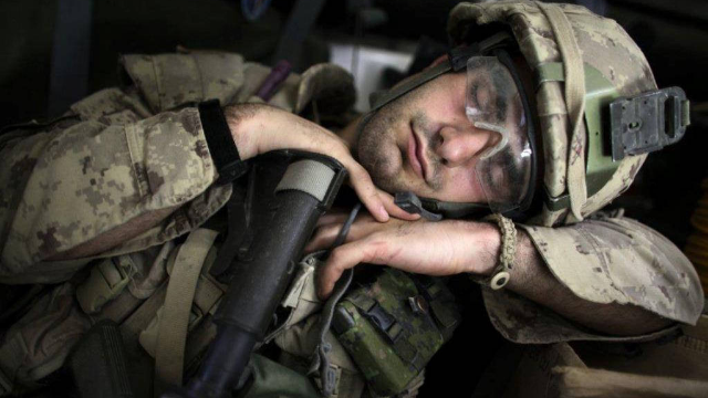 Soldiers reveal tricks for getting to sleep even when you're under attack.