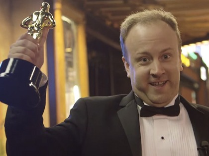 Some genius made a fake Academy Award and spent Oscar night like a movie star.