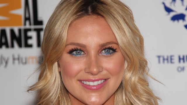 Stephanie Pratt tweeted 'shoot the looters' and people pointed out her past shoplifting arrest.