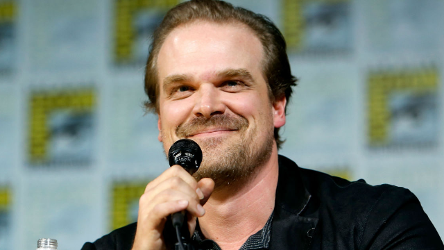 Jim Hopper from 'Stranger Things' photobombed a fan's yearbook photos, and Twitter is obsessed.