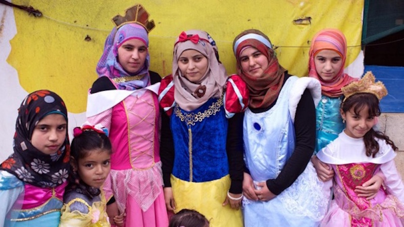 An artist had Syrian refugee girls dress as Disney princesses and share their life dreams.