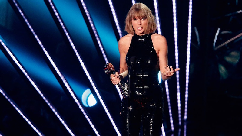 5 times Taylor Swift was a sneaky snake.