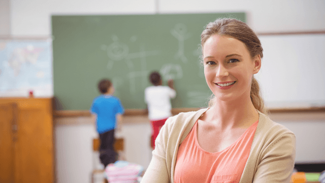 Teacher goes viral by asking the Internet to show her students how easy it is to go viral.
