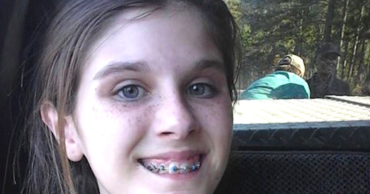 Teens Camping samoportreta Goes Virusni Po She Was Photobombed-9455