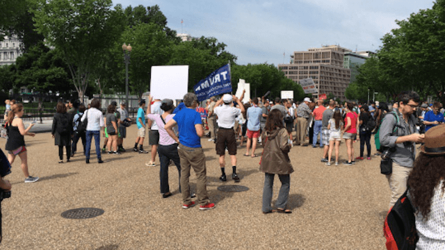The 'Pittsburgh Not Paris' rally was a major flop—and Trump skipped it to play golf again.