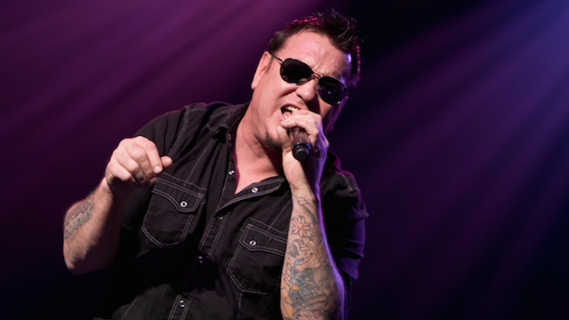 Smash Mouth's Steve Harwell loses his sh*t onstage when someone throws bread at him.