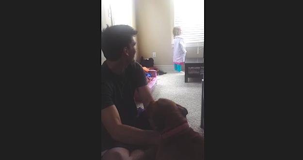 "Dad irritates grumpy toddler with ""Frozen"" lyrics for his, your amusement."