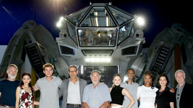 There's going to be an 'Independence Day' sequel. Here's everything that's been declassified.