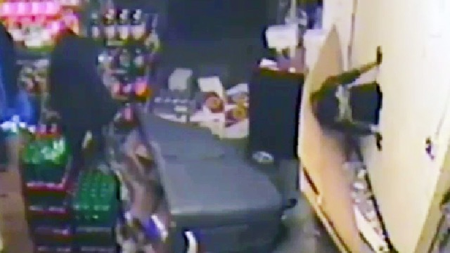 Thief ends up losing own valuables during heist after every part of his plan goes wrong.