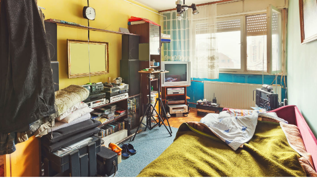 This girl's roommate is another level of messy. Even the internet is disgusted.