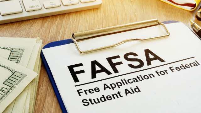 This student tried to flex her prom night on Twitter and even FAFSA savagely trolled her.
