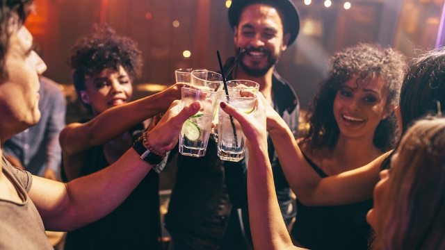 20 bartenders share stories of drunk people who did something surprisingly good.
