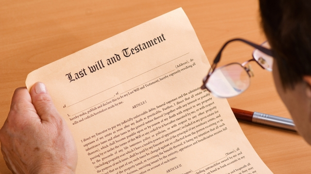 20 lawyers share the most bizarre things they have seen people write into their wills.