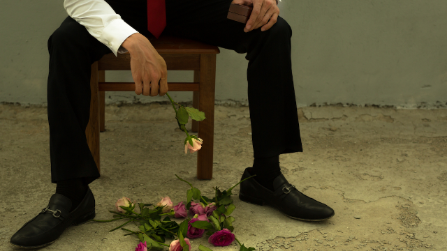 18 men who were left at the altar share their stories. Love is pain.