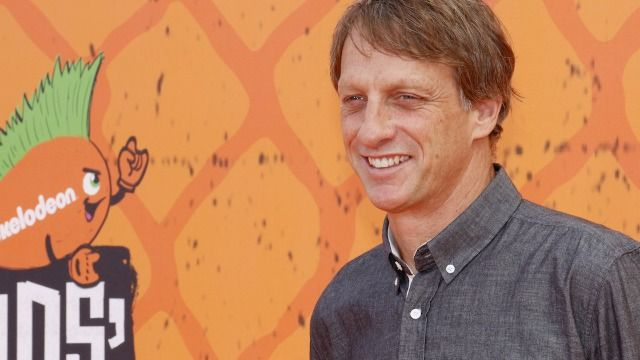 20 of Tony Hawk's funniest tweets about people not recognizing him.