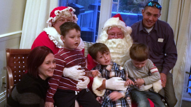 Awesome town rallies and reschedules Christmas early for terminally-ill boy.