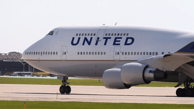 United banned two girls from their flight for wearing leggings and people are not happy.