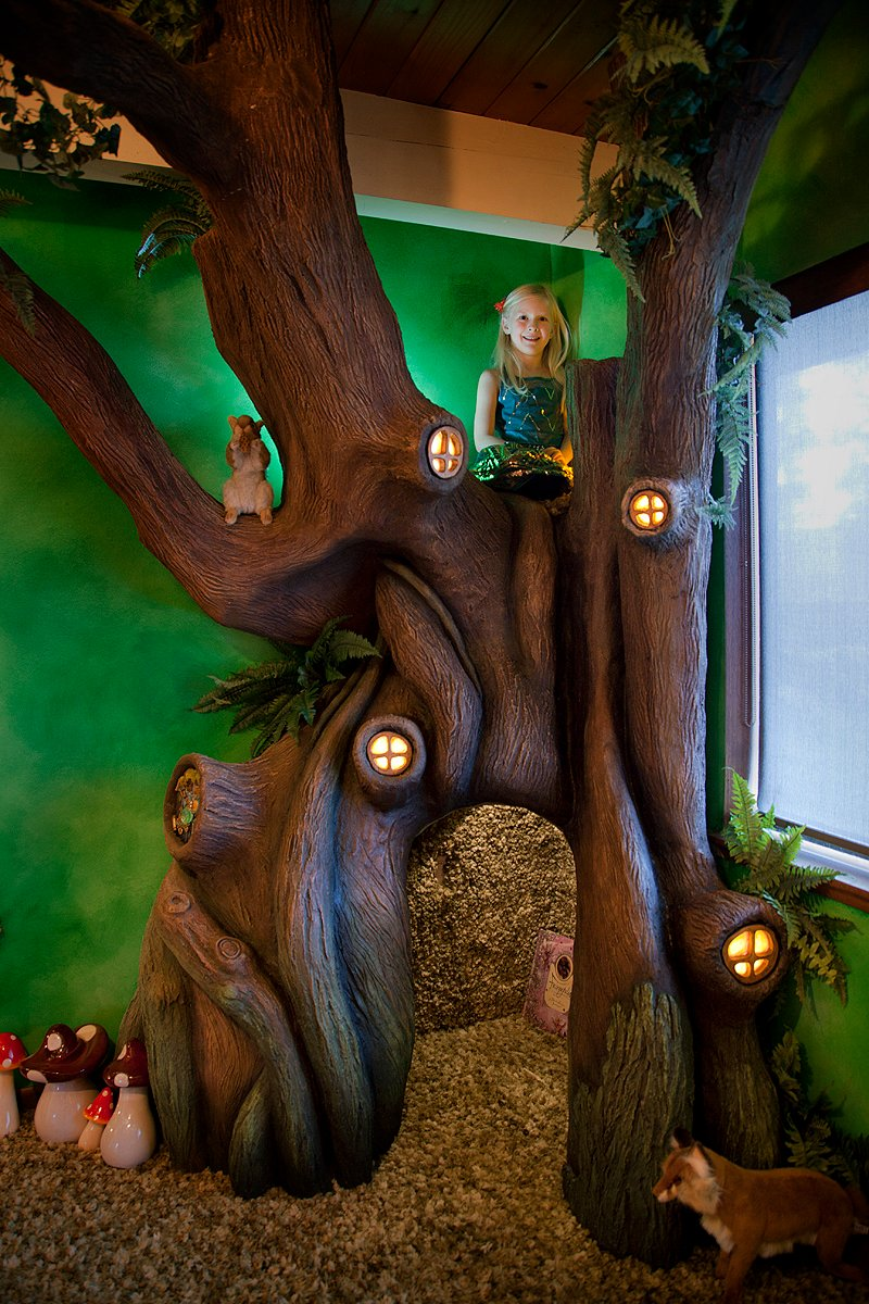 World's Craftiest Dad builds an unbelievably detailed fairytale tree in his daughter's room.