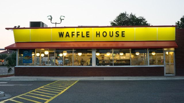 Guy live-tweets 15 hours in a Waffle House after losing fantasy football.