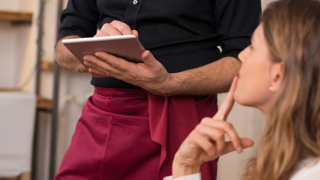 19 waiters share the most ridiculous order a customer ever placed.