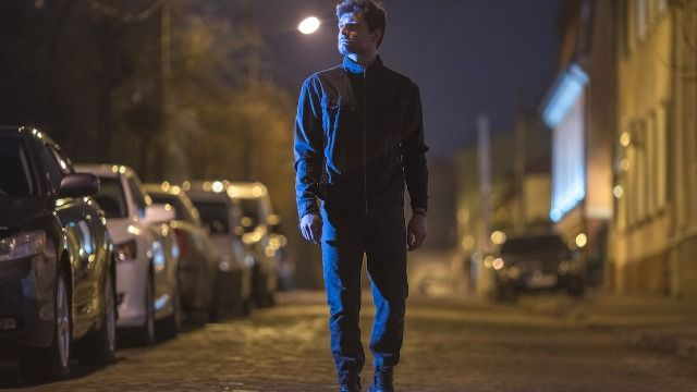 20 people share the scariest thing they've ever seen while walking at night.