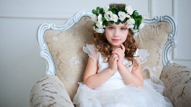 Bride asks if she's wrong to ban parents from wedding for criticizing flower girl with autism.