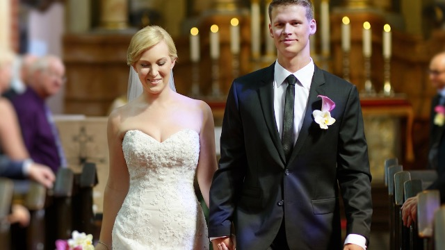 22 married people share stories of what went wrong at their weddings.