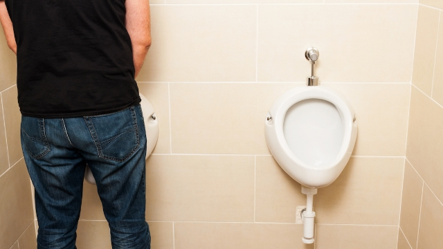 27 people share the weirdest thing that's happened to them in a public restroom.